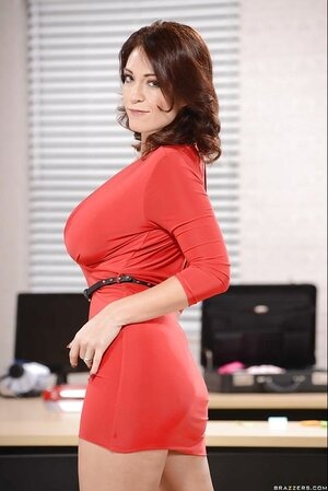 Glamour Eager mom can afford taking red dress off and get on working table