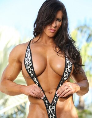 Black-haired lady bodybuilder seductively gets naked by poolside