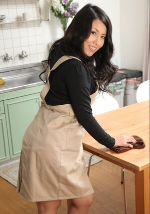 Housewife from Japan will take off underwear if hubby promises to be a fine boy